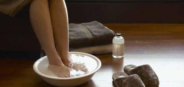 парить ноги дома
