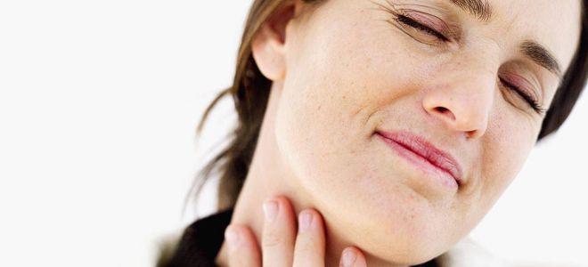 Почему может возникать чувство кома в горле при глотании
