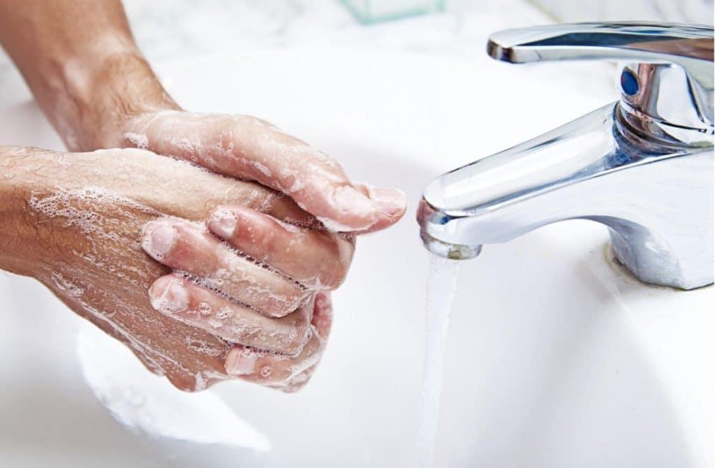 мытье рук мылом