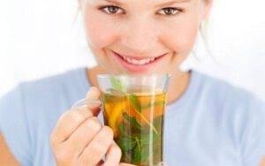 Лечение голосовых связок начинается с обильного теплого питья