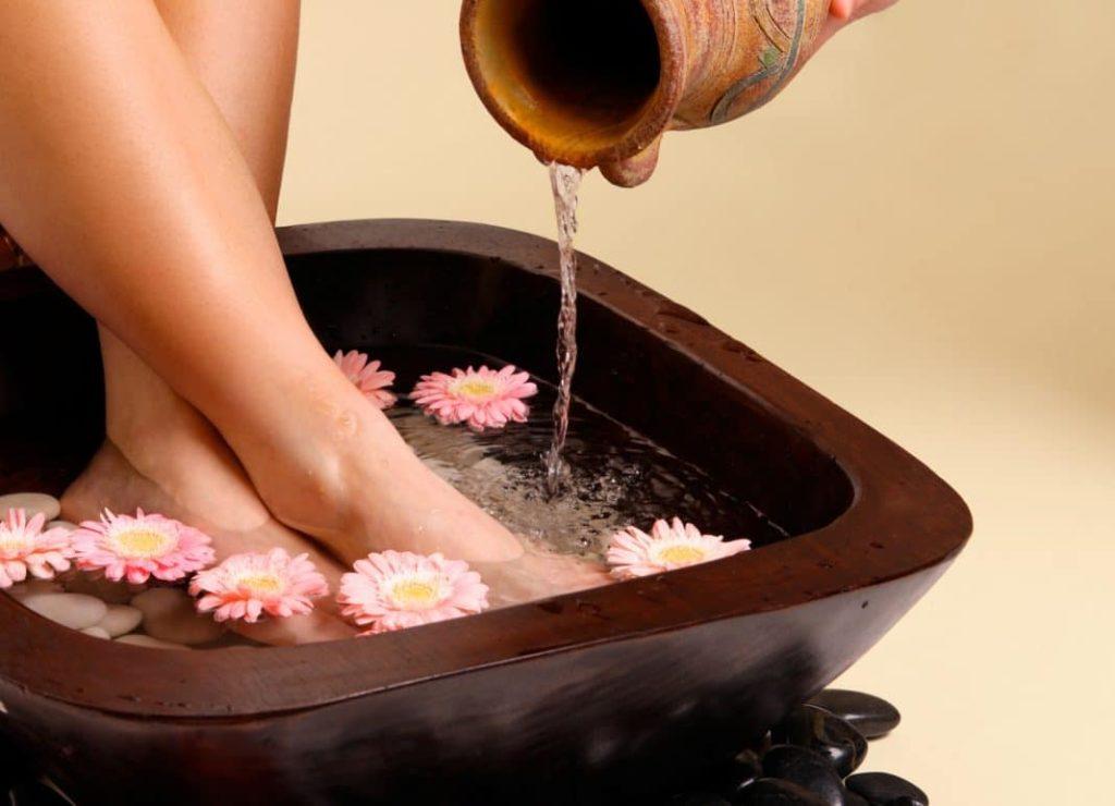 Ванночка с маслом чистотела для ног